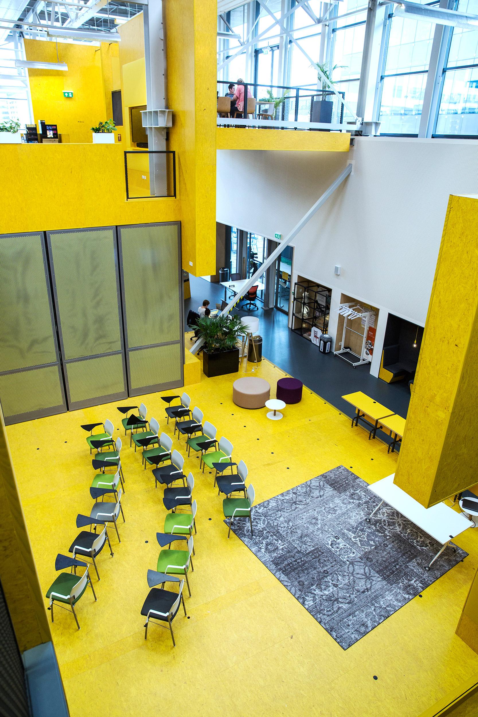 Teachers Talk Tuesday och Meet and Eat är två återkommande programpunkter för lärare i byggnaden.